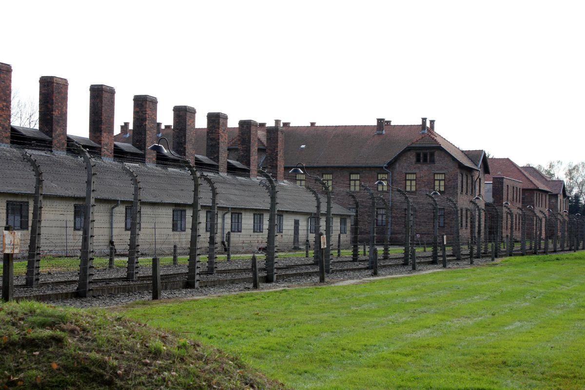 Auschwitz 14 2 284